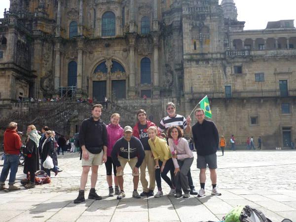 Brasilianer, Kanadier, Spanier und ein Deutscher kurz nach der Ankunft in Santiago de Compostela.